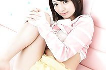 Konoha Oonishi flashes her shaved pussy under short yellow skirt